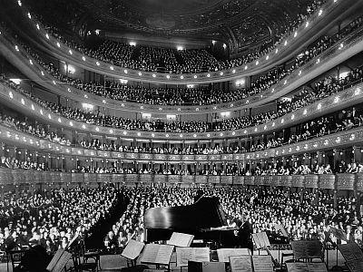 Opernhäuser faszinieren.