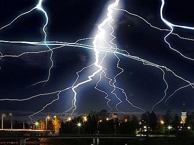 Blitz und Donner sind gefährlich.
