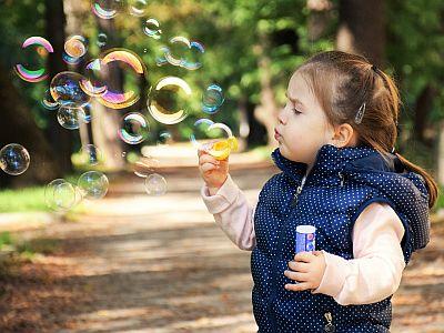 Manchmal reichen Seifenblasen, um glücklich zu sein.