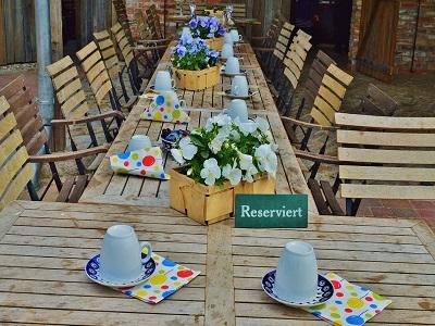 Ein reservierter gedeckter Tisch