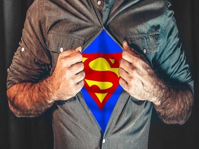 Mann mit Superman shirt