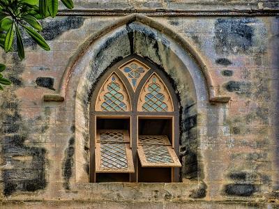 Kirchenfenster geöffnet
