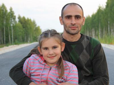 Vater mit jugendllicher Tochter
