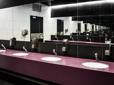 Waschbecken einer oeffentlichen Toilette