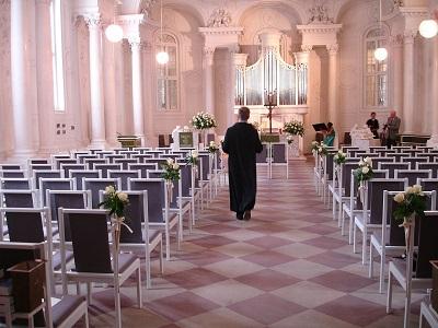 Pfarrer in Kirche