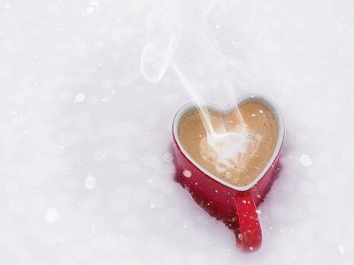 Kaffeetasse im Schnee