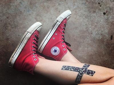 Bein mit Tattoo