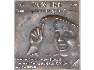Gedenktafel von Trude Herr