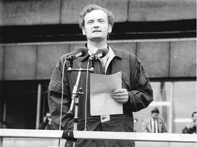Friedrich Schorlemmer spricht bei einer Berliner Großdemonstration