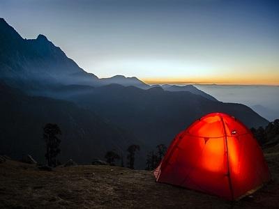 Zelt auf einem Berg